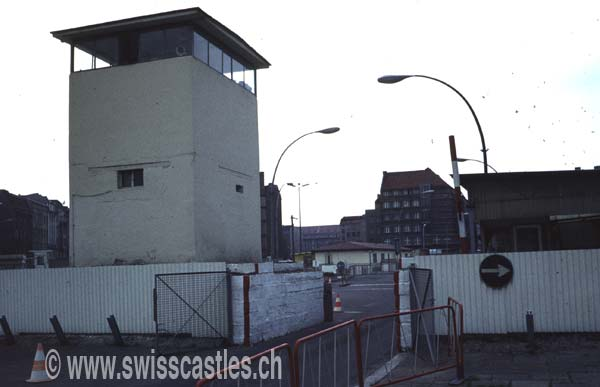 passage mur de berlin